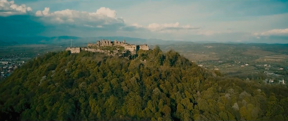 Castle-ruins-of-Khust-03.jpg