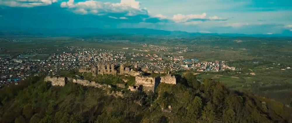 Castle-ruins-of-Khust-04.jpg