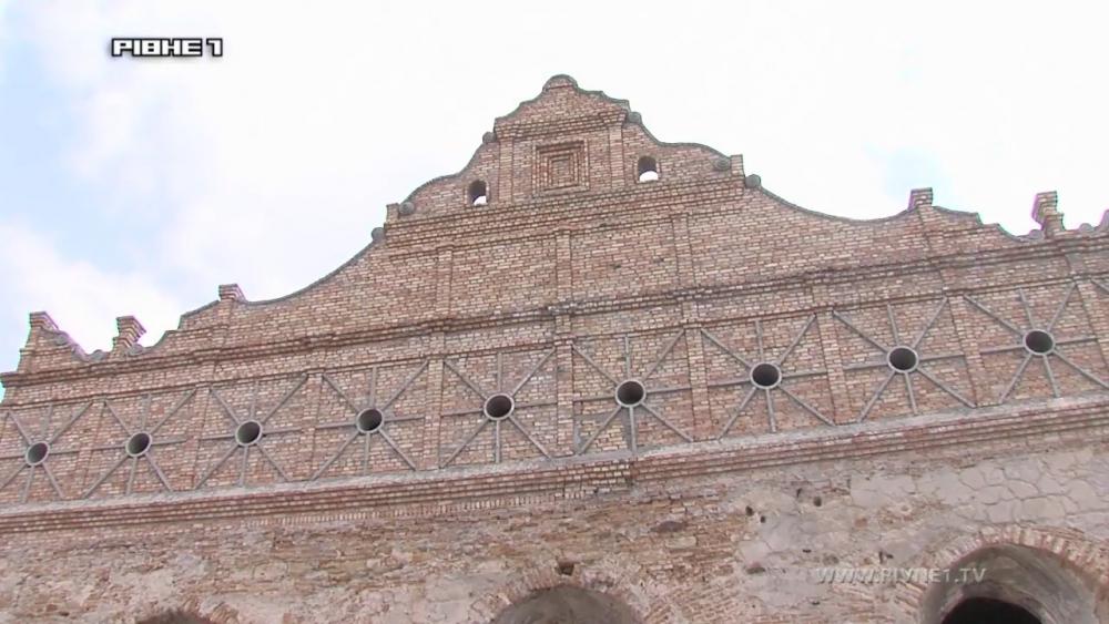 В Острозі реставрують величну синагогу.mp4_snapshot_00.01_[2017.04.29_20.56.10].jpg
