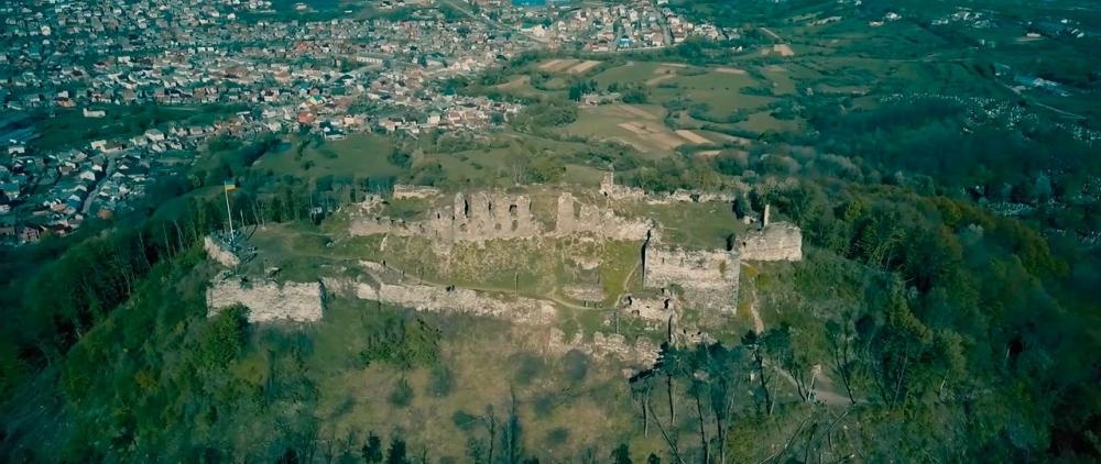 Castle-ruins-of-Khust-05.jpg