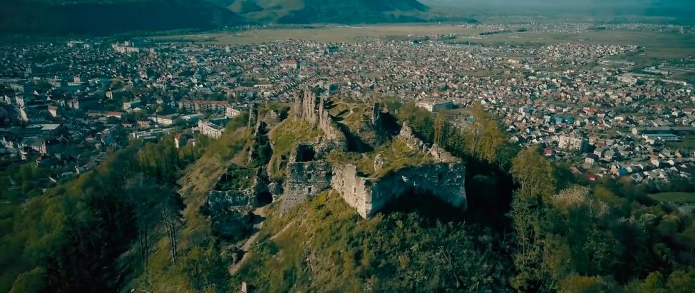Castle-ruins-of-Khust-06.jpg